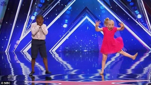 Tiết mục nhảy múa của Artyone và Paige nhận được 3 sự đồng ý của ban giám khảo.