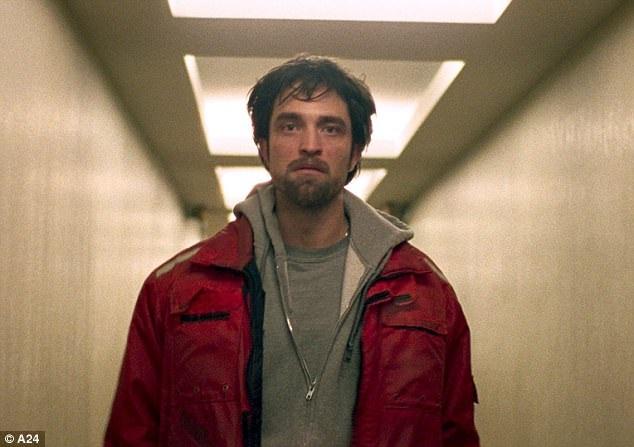 Robert Pattinson đảm nhận vai nam chính - nhân vật tội phạm Connie Nikas.