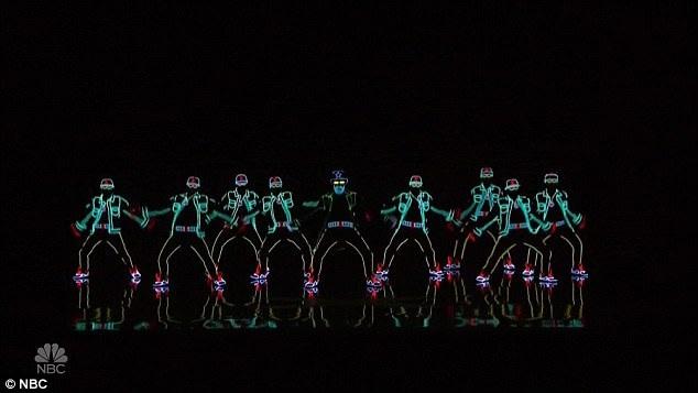 Nhóm nhảy ánh sáng Light Balance đến từ Ukraine đã nhận được nút vàng từ người dẫn chương trình Tyra Banks.