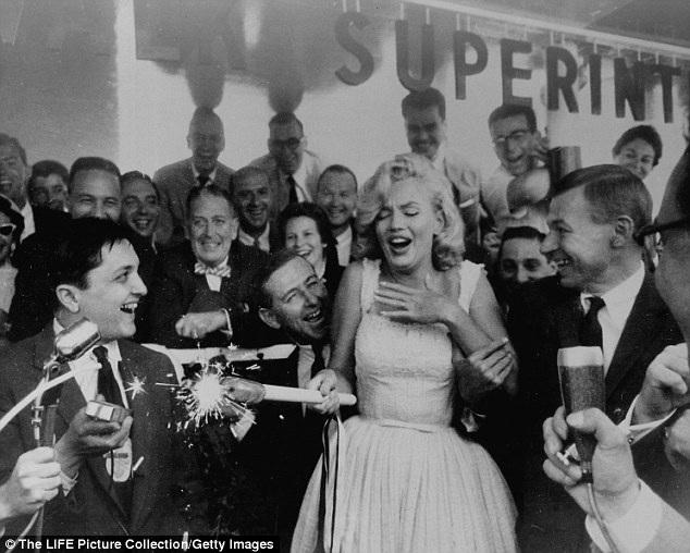 Trong thời gian lưu lại New York, Marilyn đã có nhiều bạn mới, tạm lãng quên cuộc sống ở Los Angeles trước đây.
