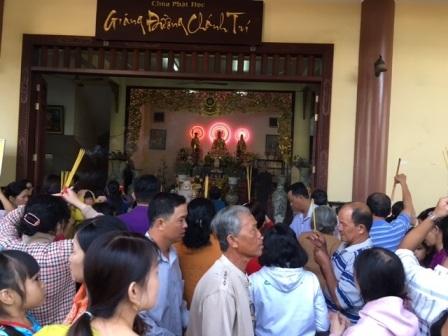 Đông nghịt người du xuân, lễ chùa ngày đầu năm - 9