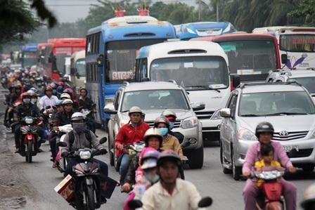 Các phương tiện bị ún ứ, kẹt xe trên địa bàn tỉnh Tiền Giang