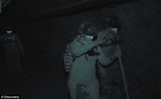Những người tham gia chương trình là các lính cứu hỏa, cựu quân nhân, chuyên gia thám hiểm…