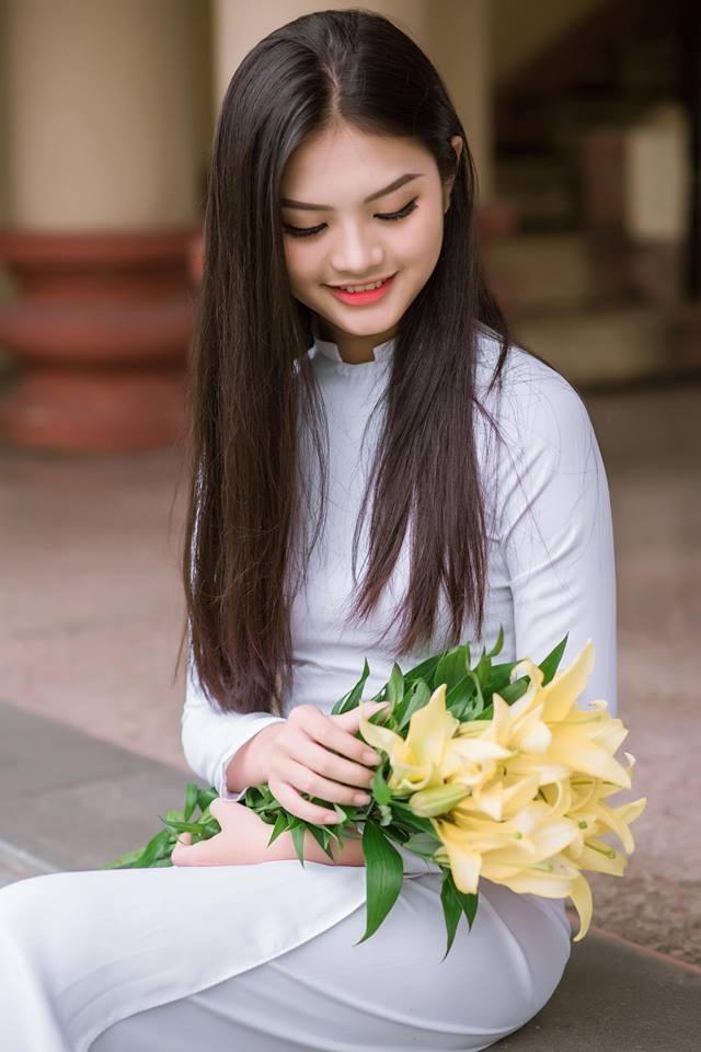 Nữ sinh 16 tuổi cao 1m71, học giỏi tiếng Anh và tiếng Pháp - 3