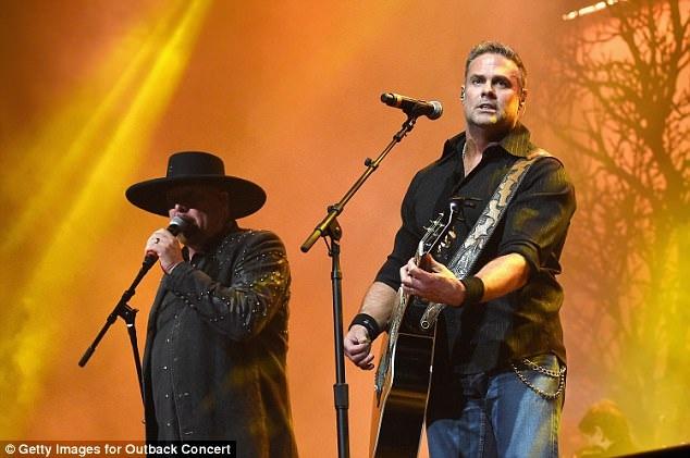 Nhóm nhạc đồng quê Montgomery Gentry gồm hai thành viên Eddie Montgomery (trái) và Troy Gentry (phải).