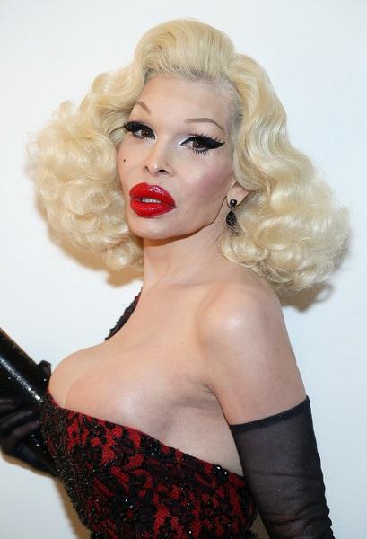 Tuy nhiên nhiều người cảm thấy sợ hãi với hình ảnh gần đây của người mẫu 50 tuổi