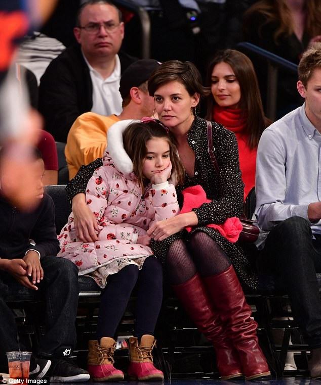 Katie Holmes hiện sống và làm việc chủ yếu tại New York để thuận tiện cho việc học của con gái cưng.