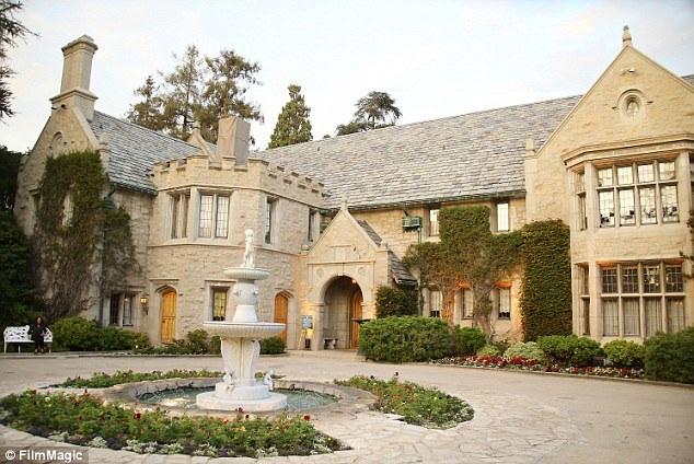 Căn biệt thự Playboy đã được bán với giá 100 triệu USD hồi năm ngoái.
