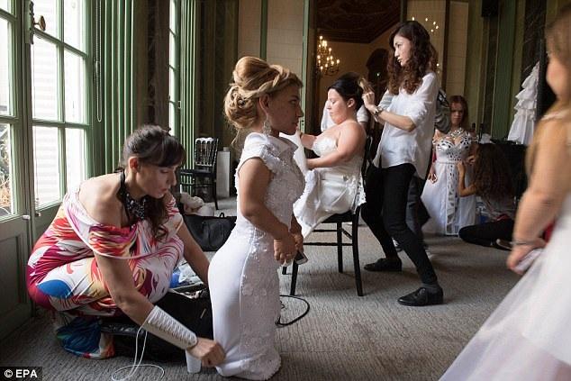 Các người mẫu tham gia vào show đều có chiều cao dưới 1m47.