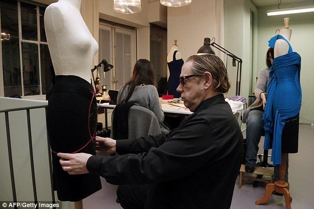 Năm 1999, Hervé nhượng lại nhà mốt Hervé Léger và mất quyền sử dụng tên thương mại Hervé Léger trên thị trường, vì vậy, ông sử dụng tên mới là Hervé Leroux.
