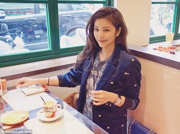 Khi được phỏng vấn về bí quyết trẻ đẹp, Lure Hsu chỉ chia sẻ những điều đơn giản mà rất nhiều người đã biết, chẳng hạn như uống đủ nước, ăn nhiều rau, dưỡng ẩm da…