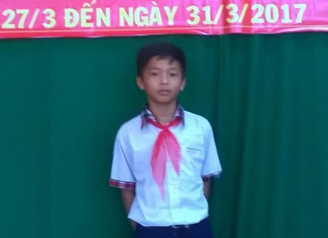 Em Võ Minh Thông vừa đoạt giải Nhất cuộc thi Sáng tạo thanh thiếu niên, nhi đồng tỉnh Vĩnh Long năm 2017.