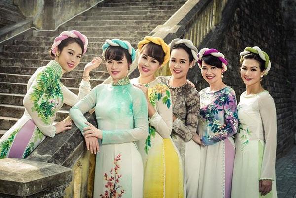 Á hậu Tô Hương Lan và nhiều người đẹp nổi tiếng một thời như Hoàng Xuân, Bảo Ngọc, Thu Trang... sẽ tái xuất trong chương trình thời trang Nhân ngày giỗ tổ ngành may.