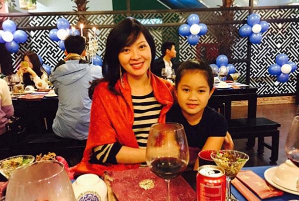 Á hậu Tô Hương Lan và con gái trong dịp Giáng sinh 2014.