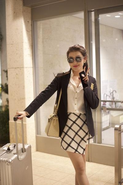 Á hậu Việt Nam lên đường tham dự Liên hoan phim quốc tế Okinawa lần thứ 9.