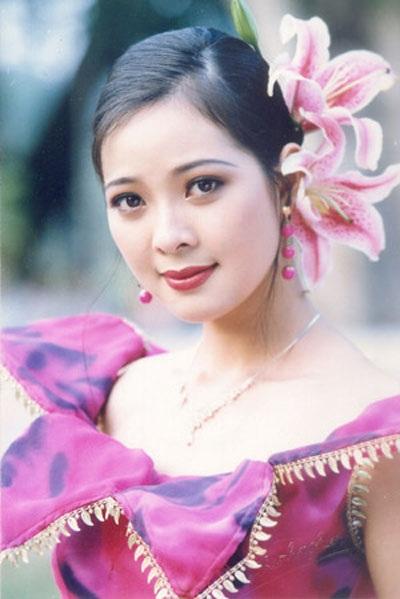 Vẻ đẹp khả ái, đài các của Tô Hương Lan khi đăng quang Á hậu 1 năm 1994.
