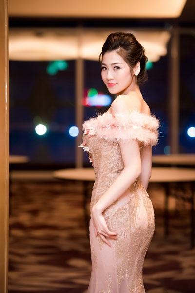 Á hậu Dương Tú Anh lộng lẫy trong vai trò MC - 5
