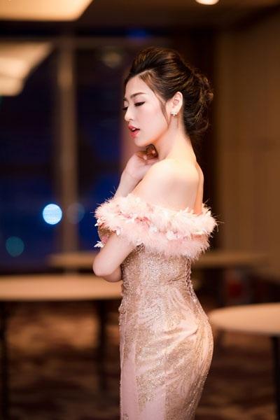 Á hậu Dương Tú Anh lộng lẫy trong vai trò MC - 6