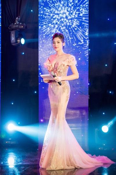 Á hậu Dương Tú Anh lộng lẫy trong vai trò MC - 7