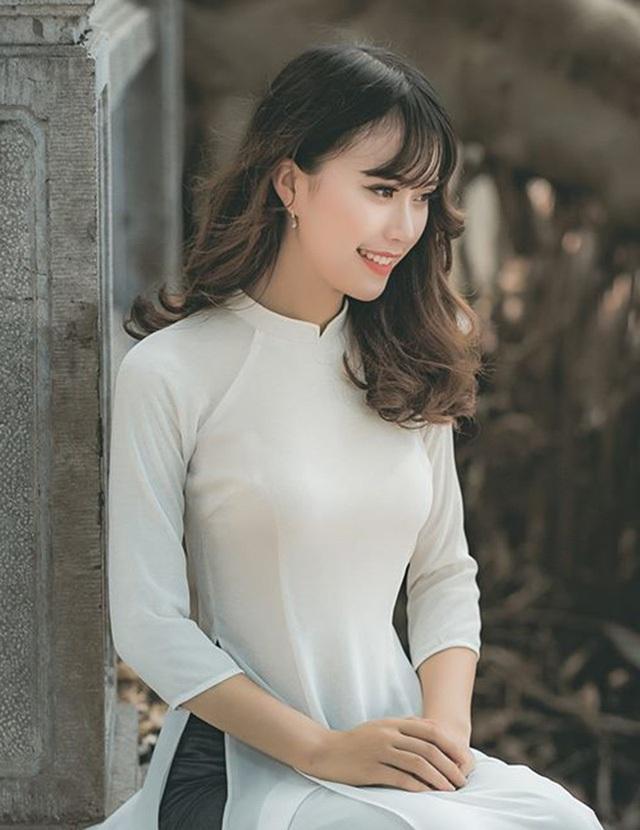 Ngô Thị Mai Phương sinh ngày 29/7/1997, là sinh viên khoa Đông Phương học, trường Đại học Khoa học Xã hội và Nhân văn, ĐHQG Hà Nội. Đây là hình ảnh giản dị của Phương khi mới trở thành Á khôi Nữ sinh Việt Nam duyên dáng 2016