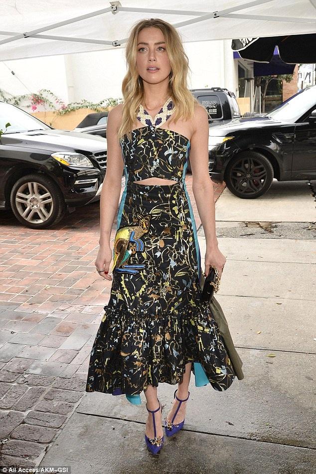 Amber Heard dự tiệc tiền lễ trao giải Quả Cầu Vàng diễn ra tại Los Angeles ngày7/1 vừa qua. Nữ diễn viên 28 tuổi lộ vóc dáng gầy gò đáng kinh ngạc