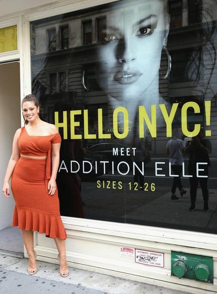 Ashley Graham xinh đẹp quảng bá sản phẩm nội y do cô thiết kế ngày 12/9 vừa qua tại New York