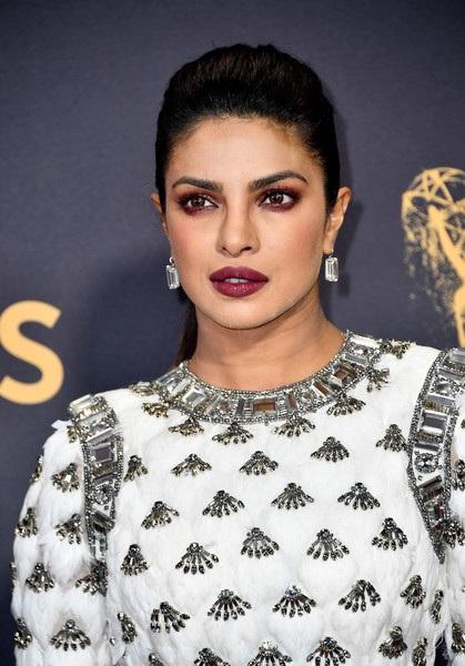 Người đẹp kiều diễm khoe sắc trên thảm đỏ lễ trao giải Emmy - 42
