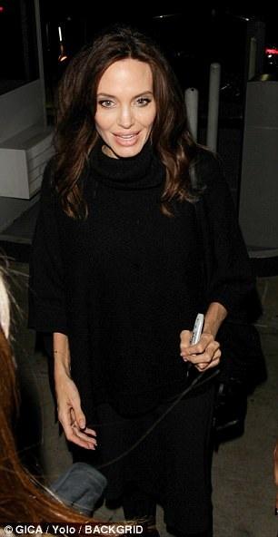 Angelina Jolie đã chính thức quay lại với guồng quay của công việc sau nhiều tháng ẩn mình sau vụ ly dị Brad Pitt