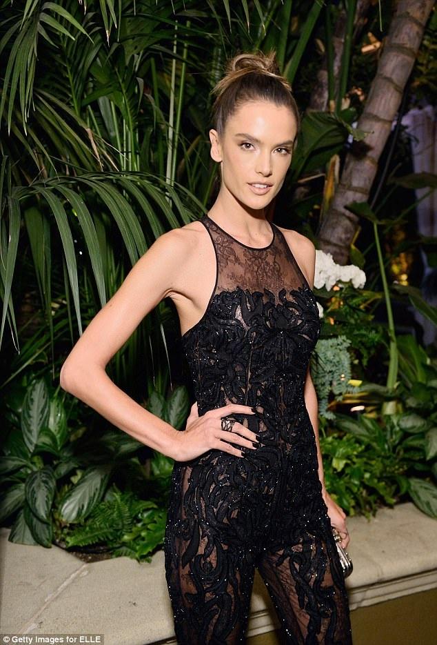 Siêu mẫu Alessandra Ambrosio dự tiệc do tạp chí Elle tổ chức tại Los Angeles ngày 16/10 vừa qua