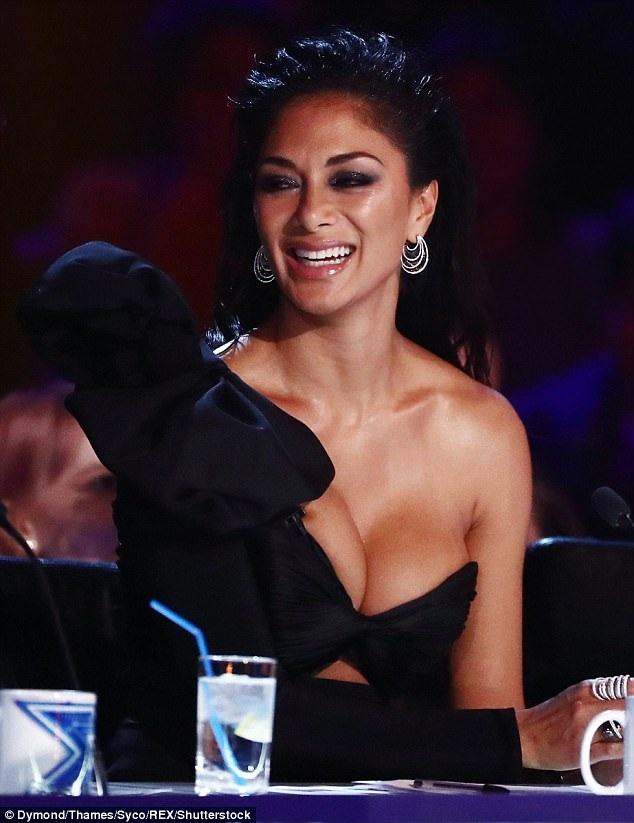 Nicole Scherzinger gây choáng với trang phục mát mẻ khoe vòng một ngoại cỡ