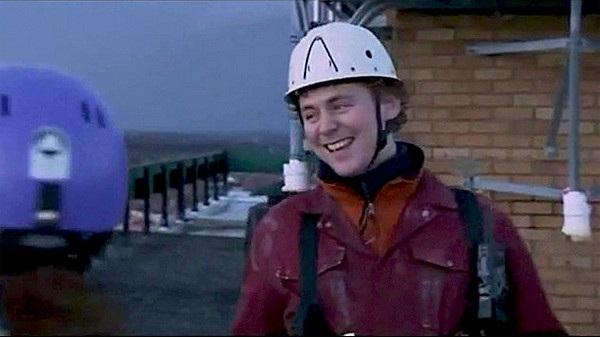Tom Hiddleston trong phim Casualty năm 2007, khó mà nhận ra đây là Loki của siêu phẩm Thần Sấm