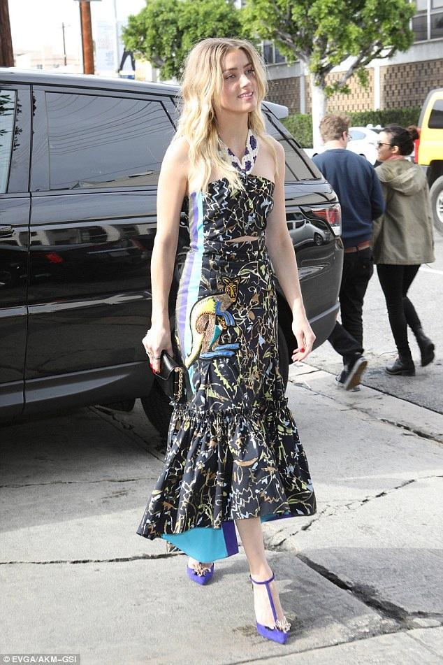 Amber Heard đệ đơn xin ly dị Johnny Depp lên tòa án hồi cuối tháng 5 năm ngoái và cáo buộc chồng cũ thường xuyên đánh đập cô
