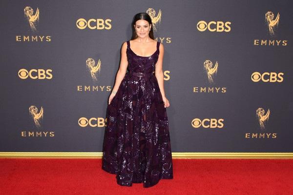 Người đẹp kiều diễm khoe sắc trên thảm đỏ lễ trao giải Emmy - 36