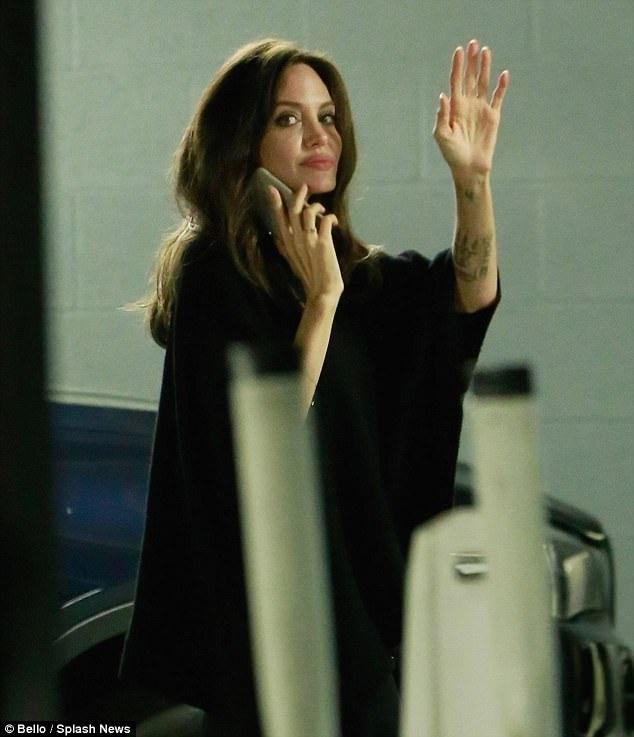 Cách đây ít ngày Angelina Jolie đã dự LHP Toronto cùng 6 đứa con
