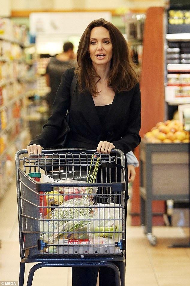 Gần đây Jolie đã xác nhận cô sẽ quay trở lại với nhiều dự án điện ảnh mới từ nay tới năm sau và vì thế cô đẩy mạnh việc quảng bá hình ảnh