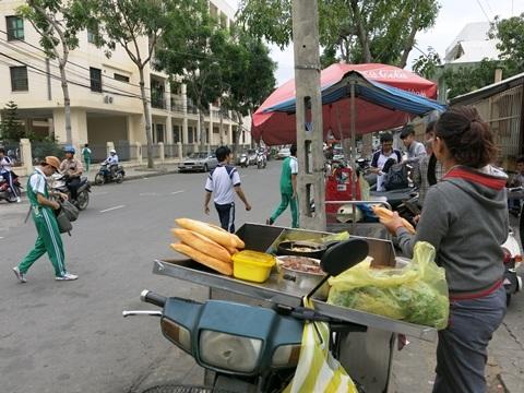 Thức ăn đường phố sẽ được quản lý chặt chẽ