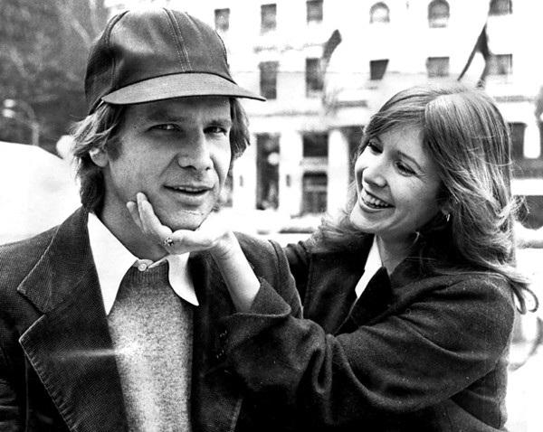 Harrison Ford của thập niên 70 trông rất thanh lịch và lãng tử bên Carrie Fischer.