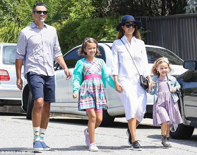 Nữ diễn viên phim Bộ tứ siêu đẳng kết hôn với Cash Warren vào năm 2008 khi đã cận kề ngày sinh con gái đầu lòng