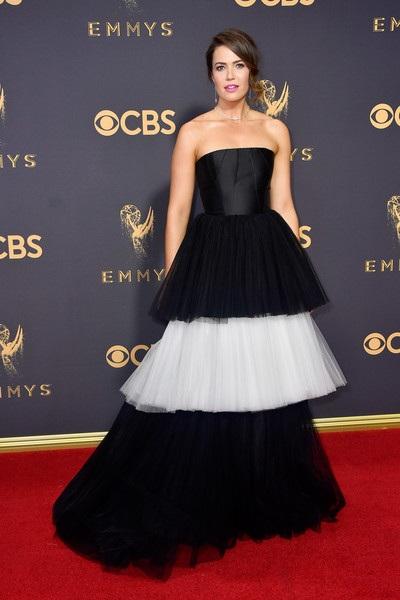 Mandy Moore và bộ váy lạ mắt, ấn tượng