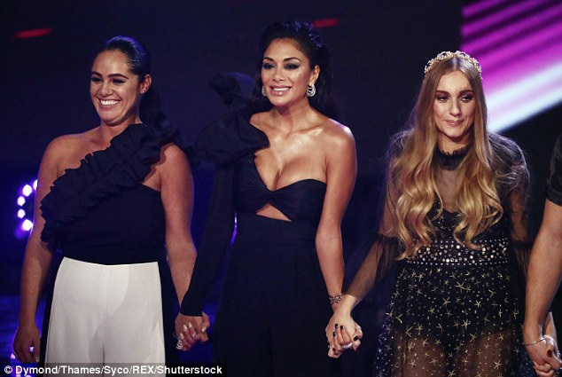 Nicole Scherzinger đẹp lấn án các giám khảo và thí sinh trong đêm thi
