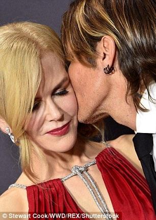 Trước đó đôi vợ chồng Keith Urban - Nicole Kidman cũng có những khoảnh khắc ngọt ngào trên thảm đỏ
