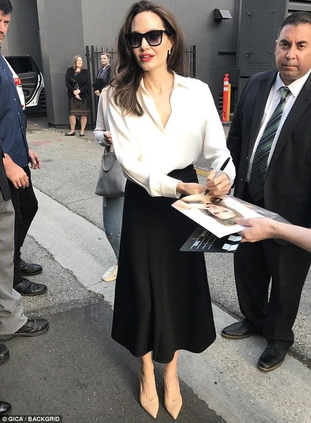 Angelina Jolie sẽ cân nhắc chọn lựa các dự án điện ảnh mới trong thời gian tới, cô hài hước nói, cô phải làm việc để nuôi con