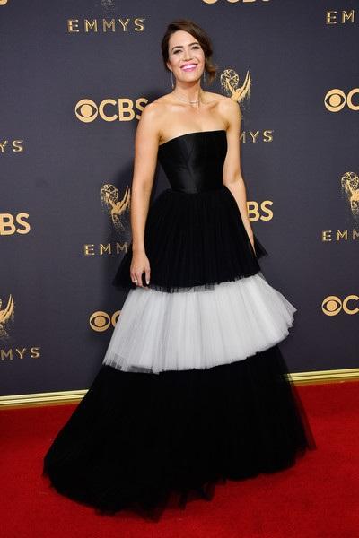 Người đẹp kiều diễm khoe sắc trên thảm đỏ lễ trao giải Emmy - 39