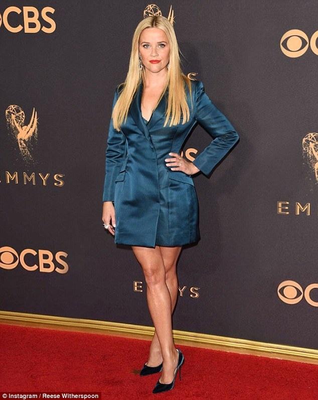 Reese Witherspoon diện trang phục Stella McCartney thanh lịch và kín đáo trên thảm đỏ lễ trao giải Emmy