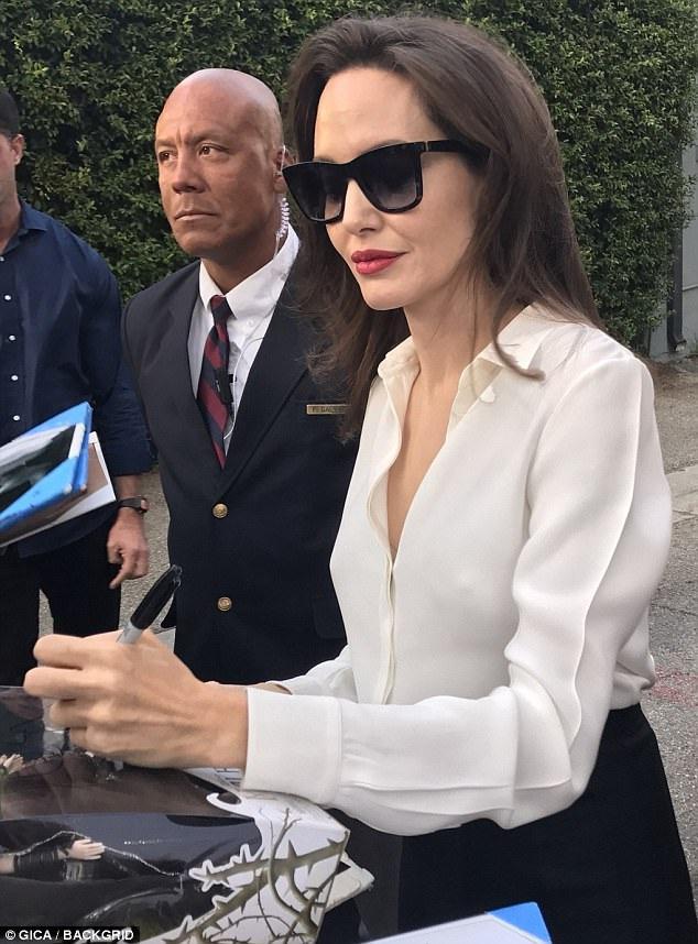 Con trai nuôi của Jolie, Maddox hết lời khen mẹ mình là người hài hước, thú vị và hoàn hảo