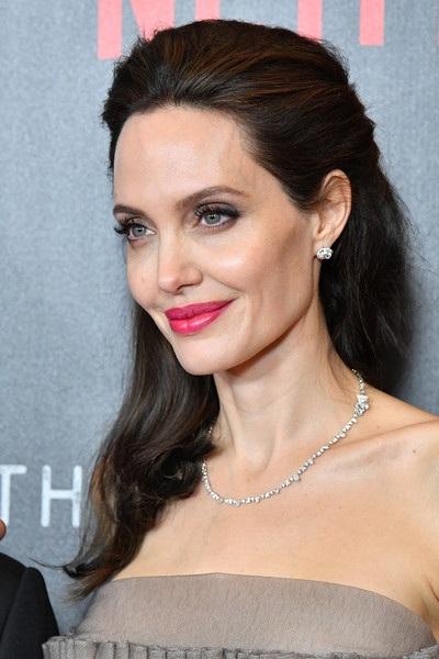 Angelina Jolie quyến rũ quảng bá phim mới First They Killed My Father tại New York ngày 15/9 vừa qua