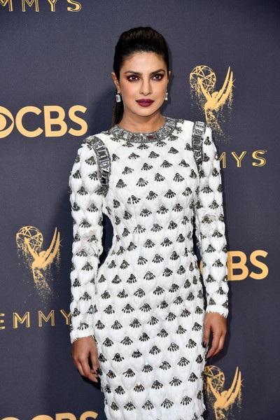 Priyanka Chopra và bộ váy có phần nặng nề
