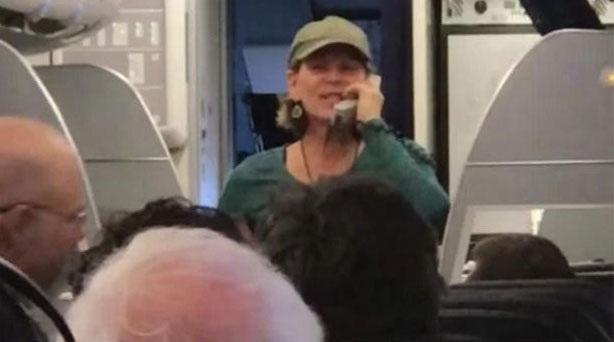 Một phi công của hãng United Airlines đã nói nhảm trên hệ thống liên lạc của một chuyến bay từ Austin, Texas đến San Francisco hồi tháng 2. Phi công sau đó đã bị yêu cầu rời máy bay, và chuyến bay cất cánh muộn 2 tiếng so với dự kiến.