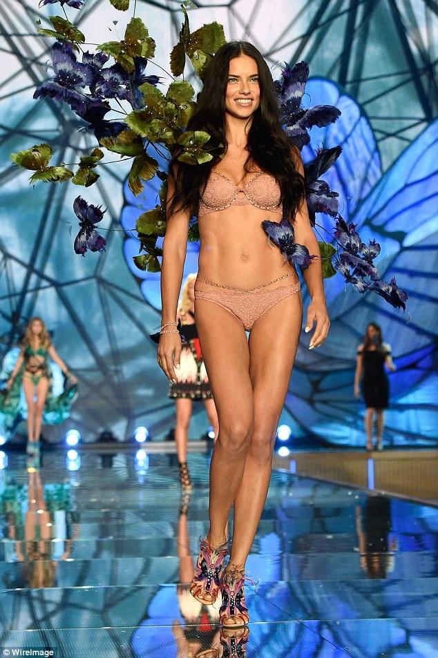 Từ năm 2000 tới nay, cô chỉ vắng mặt trong 1 show Victorias Secret vào năm 2009 vì lúc đó mới sinh con