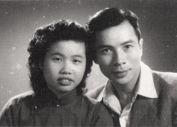 Nhạc sĩ Huy Du và vợ, PGS, TS. Nguyễn Thị Nhung thời còn trẻ.